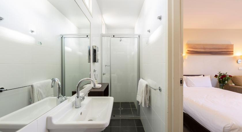 best western tall trees canberra reviews